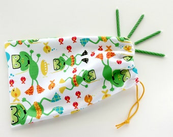 Fabric Goody Bags / Swim Frogs and Fish / Party Favors / Cloth Gift Bags / Birthday Goodie Bags / Treat Bags / 6.25 x 9.5 inches / Set of 5