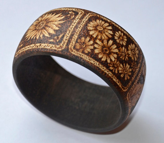 Wooden bangle, original pyrography, woodburning.