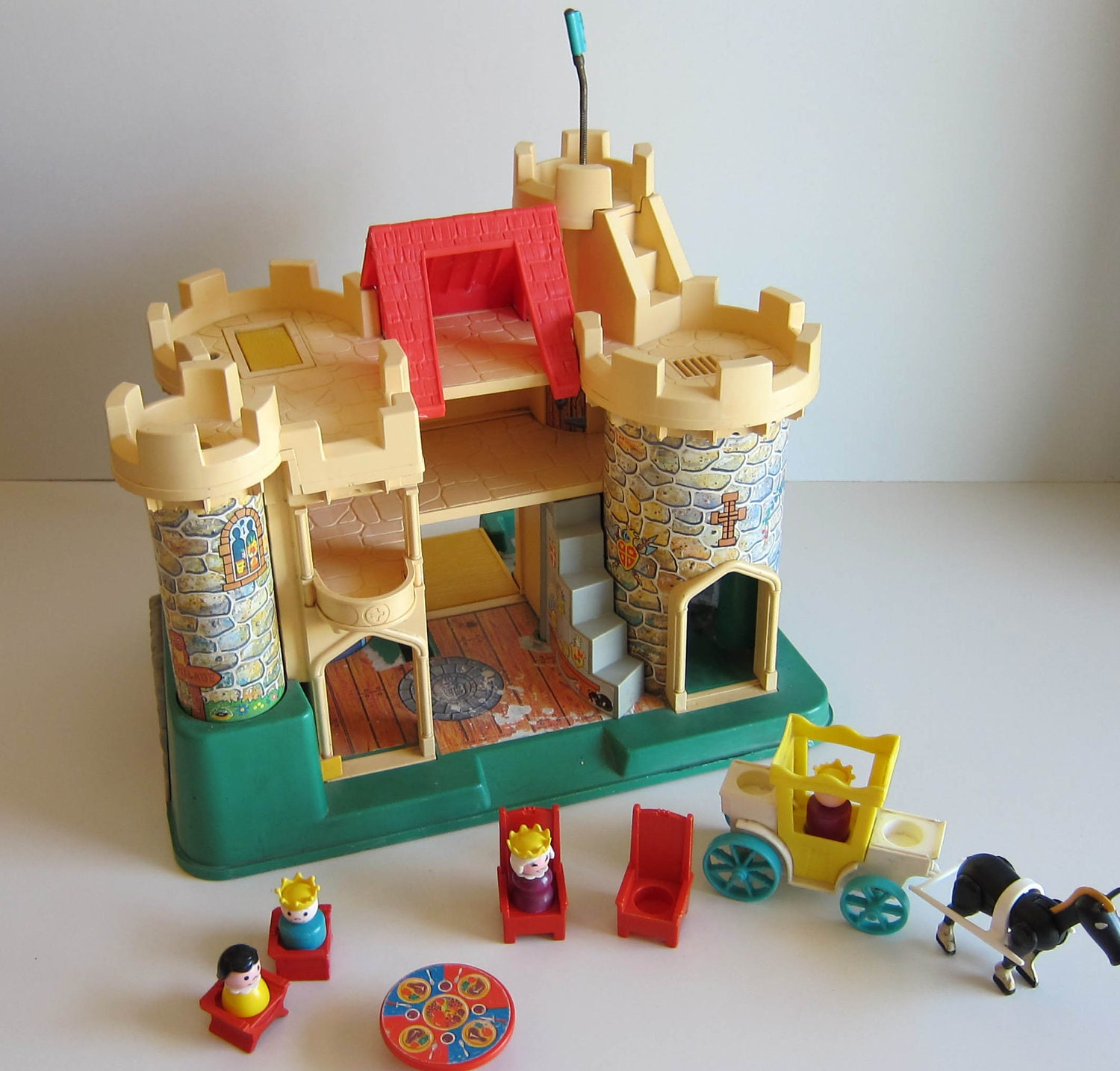 Old Toys From The 70s : Fisher price castle vitnage s toy with little people