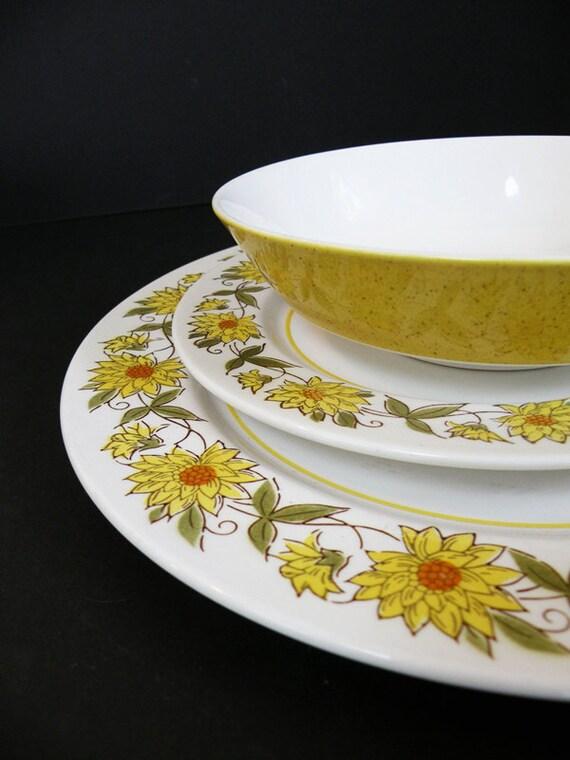 Mikasa Mediterranea Caracas Plates and Bowls Sunflowers Yellow and White