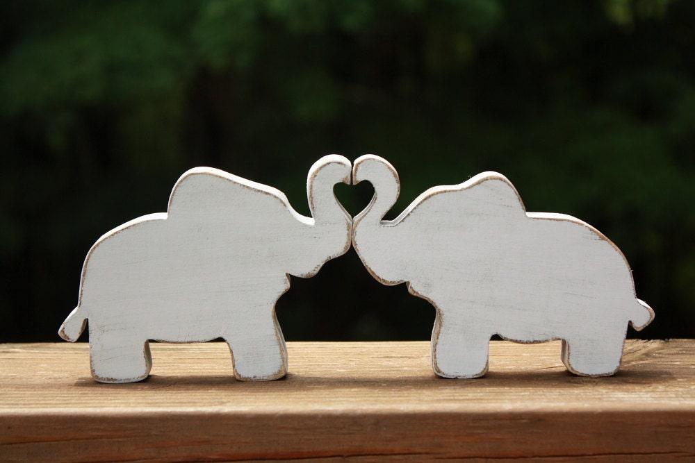 Elephants in love elephant trunk heart wedding decoration for Elephant heart trunk