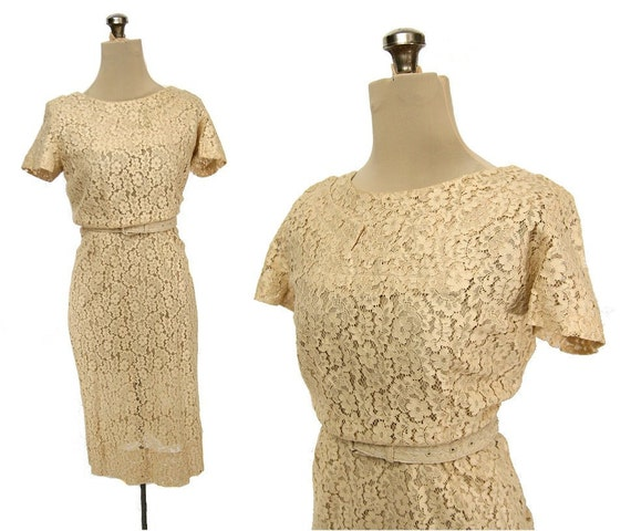 Vintage 40s / 50s Cream Lace Wedding Dress, Short Sleeve S / M