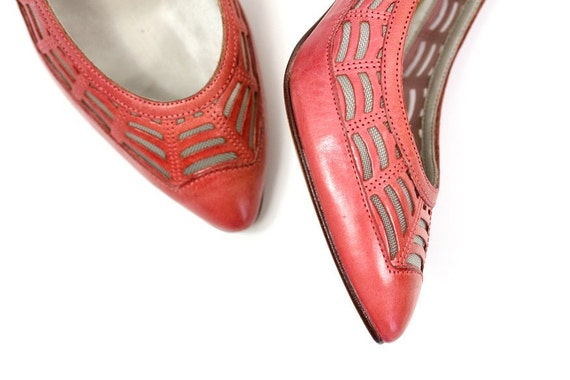 Size 6 1970s Vintage Bandolino Mesh & Leather Pumps, Pink