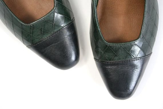 Size 6.5 1980s Cap Toe Pumps, Green & Black