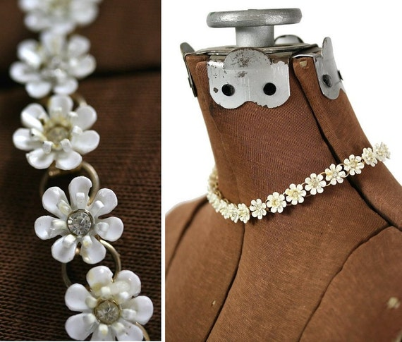 Vintage 50s / 60s Daisy Chain Necklace with Rhinestones