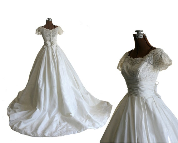 Vintage 1950s Silk Wedding Dress with Cummerbund Waist and Full Skirt, S / M