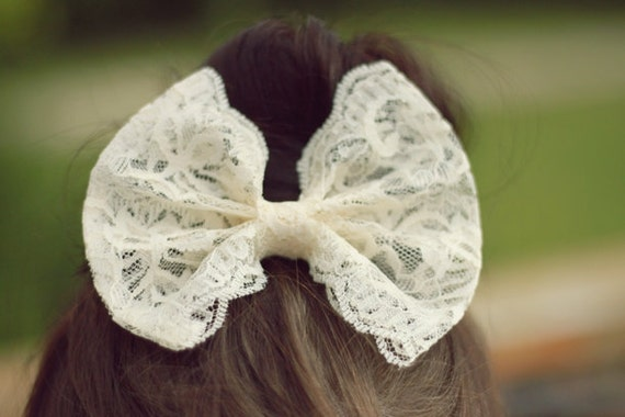Lily Lace Hair Bow