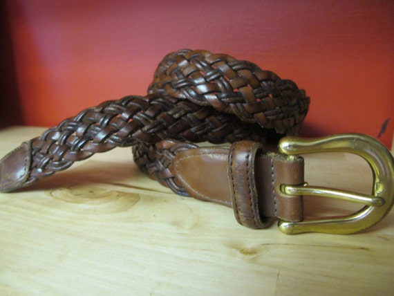 ViNTAGE COACH bELT iN bROwN bRAiDED LEATHER WiTH bRASS bUCKLE.