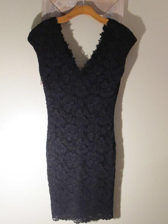 LiTTLE BLACK LAcE DRESS. V NEcK/ V BAcK. Size 6 SmALL.