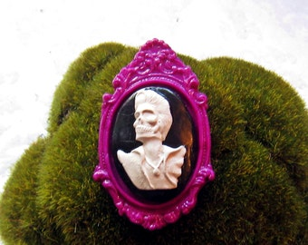 Dead Elvis Cameo Brooch (purple)