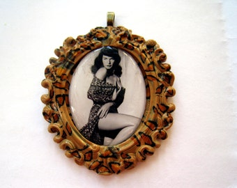 Bettie Page Pendant (leopard print)