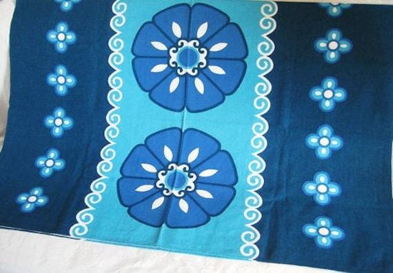Tablecloth Vintage 1960s 1970s Blue Turquoise Aqua Floral 130 x 170cm