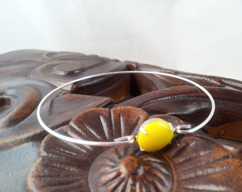 Yellow single stone silver thin bangle