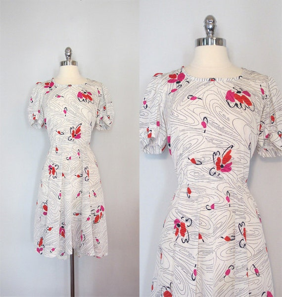 Vintage dress. Swing dress. White with red, purple and navy flowers. Size L/XL.