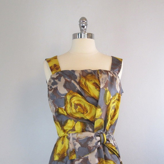 RESERVED. Vintage 50s Wiggle Dress. Floral Print. Sleeveless. Small.