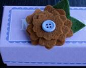 Hayden Bitty Flower Clip - Pumpkin/Blue