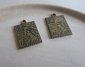 2 pcs English Queen Stamp Charms - Double Sided