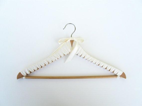 Cream Hanger, Deluxe Ribbon Wrapped