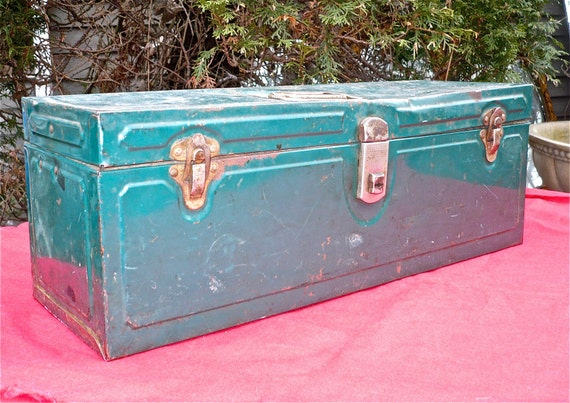 Tackle Box, Tool Box, Green Vintage Tool Box, Metal Tackle Box, Retro Fishing Gear, Man Cave Decor, Vintage Gift for Man, Green Tool Box