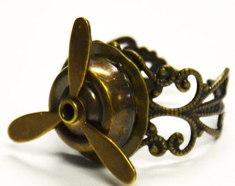 Airship Pirate Propeller Ring - Adjustable Steampunk Ring in Antique Brass with Moveable Propeller