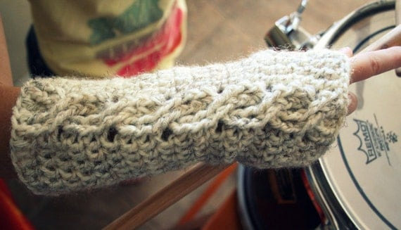 Crochet Fingerless Gloves with Cable Pattern in Cream