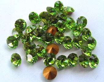 72 Peridot 30pp Vintage Swarovski Round Rhinestones-Loose Rhinestones-Bulk Rhinestones-Wholesale Rhinestones-Loose Crystals