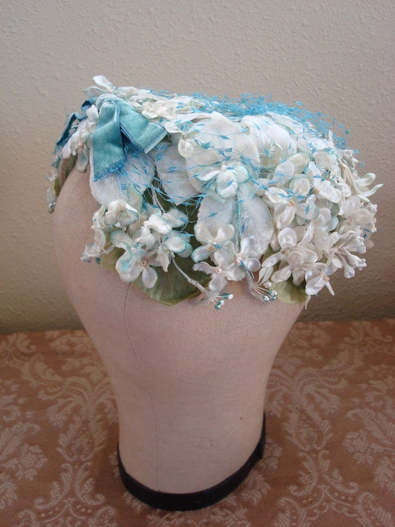 1950s John Wanamaker / Fleur de Lis Cocktail Hat with Flowers