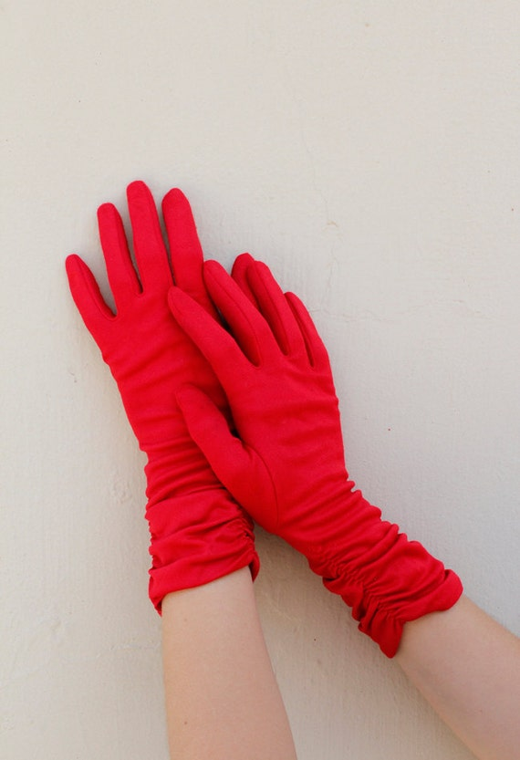 1950s Vintage Cherry Red Elastic Ripple Detail Medium Length Gloves