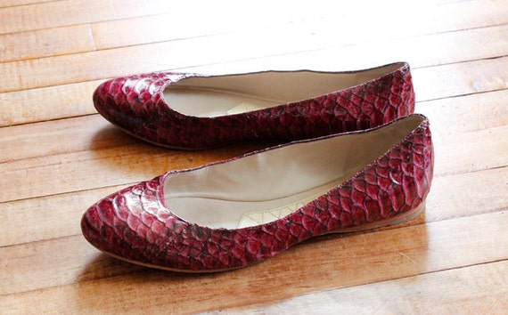 1990s Vintage Leather Ballerina Flats Shoes Size 8.5 Burgundy Red Reptile Leather