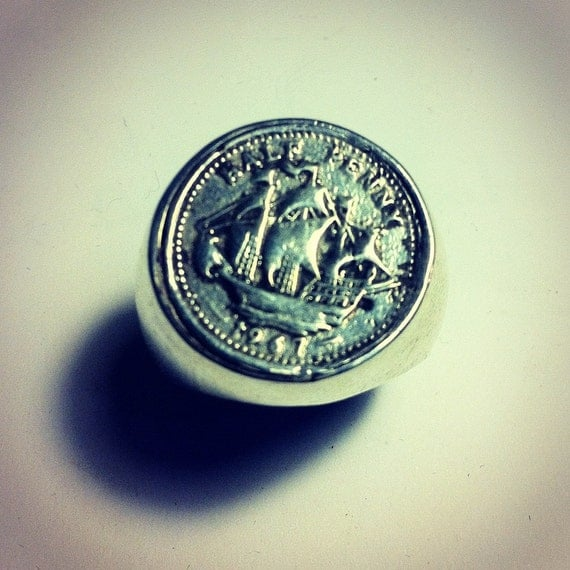 Half Penny Sovereign Ring