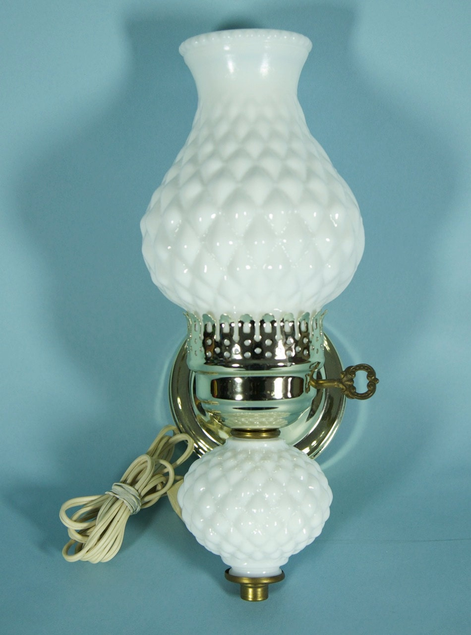 Milk Glass Wall Lamps : Vintage Milk Glass Wall Sconce Lamp
