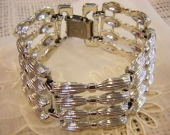 Vintage CORO Metal Wide Link Bracelet Bows Design