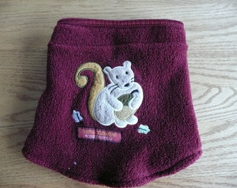 50 % kid neck warmer red with squirrel size 2t