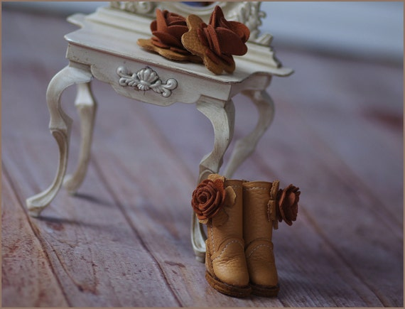 Cedar Wood - Handmade Suede Boots and Accessory Set for Blythe