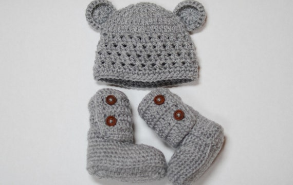 Baby beanie and ankle booties set (size 0-3m, 3-6m, 6-9m, 9-12m) ---- available in different colors