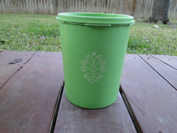 Tupperware Apple Green Small Canister / Storage Container Mold 809-13