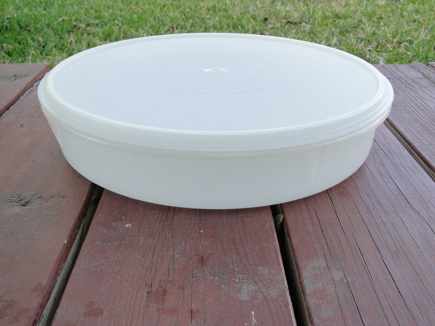 Tupperware Large Round Storage Container Mold No 242 6