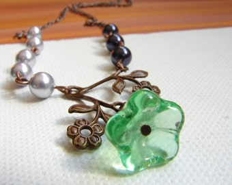 Green glass flower necklace, purple pearls , free Shipping: Vintage Purple Green  Flower Necklace