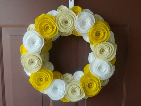 Summer Wreath - Spring Wreath -  Wreath in White, Antique White and Yellow  with pearls in the center- 14 Inch