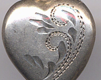 Vintage Sterling Puffy Heart Charm Swirls    Item No: 14507