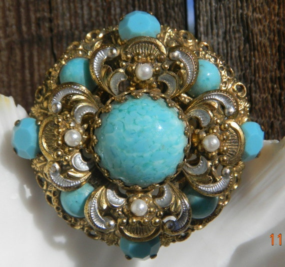 VICTORIAN Turquoise and Pearl  gold silver tone Vintage Brooch with pearl accents