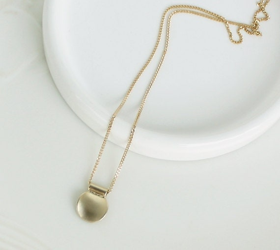 Gold coin simple necklace