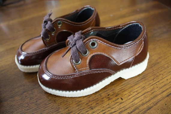 Vintage baby shoes / brown patent shoes / two tone brown / Toddler size 6.5 / 7