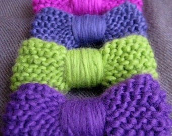 Colorful knitted brooch pin bows