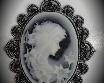 Flower Gunmetal Cameo Pendant With Crystals
