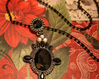 Jewelry Black and Silver Pendant Necklace