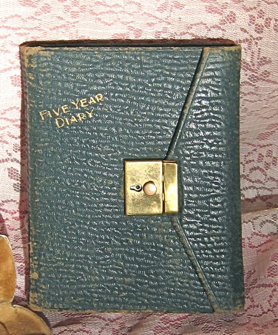 "1932-35 Old 5 1/2"" x 4 1/2"" Dark Green Leather  Diary Written by 18yrs. old Ester Beam Smyers of Chicago Indiana also with Lock of Hair"