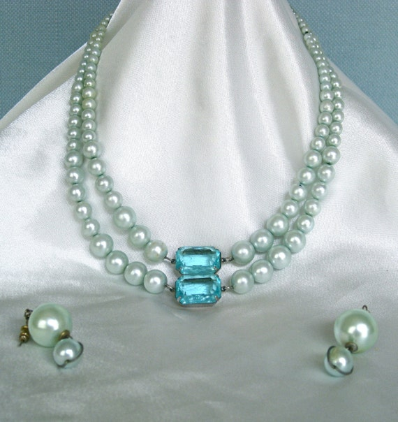 "Retro Aquamarine 15.5"" Double Strand Beaded Neckless & Glass Pendant w/ Matching Earrings"