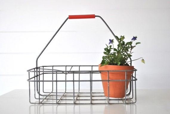 Industrial wire metal milk crate with handle