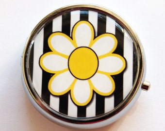 Flower Pill Box, Pill Case, Pill Container, Floral, Gift for her, Daisy, Black White, Mint Case, Candy Container